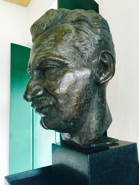 Busto Jorge Amado